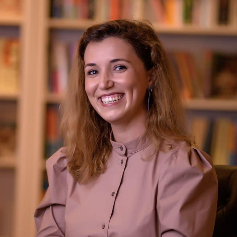 Dr Raluca Asproniu